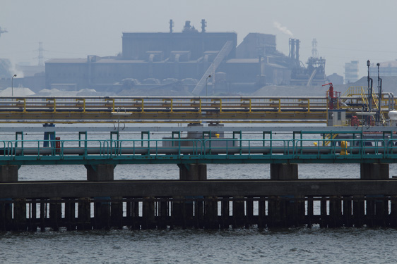 桟橋と製鉄所