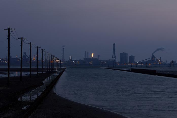 夕暮れの江川海岸。ウユニ塩湖にはならず