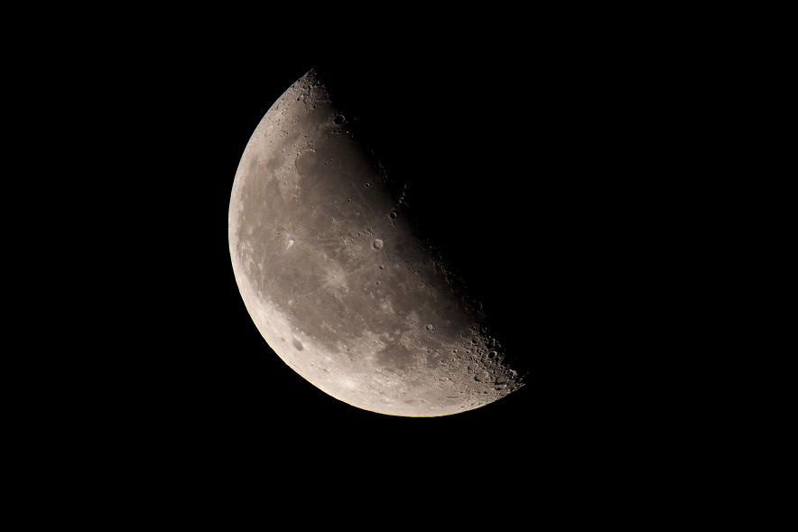 半分の月がのぼる空