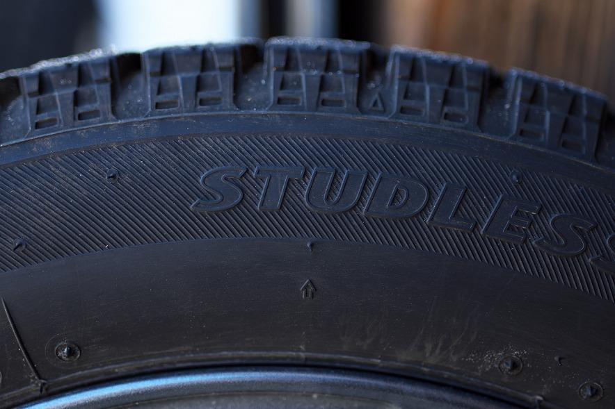 スタッドレスタイヤ